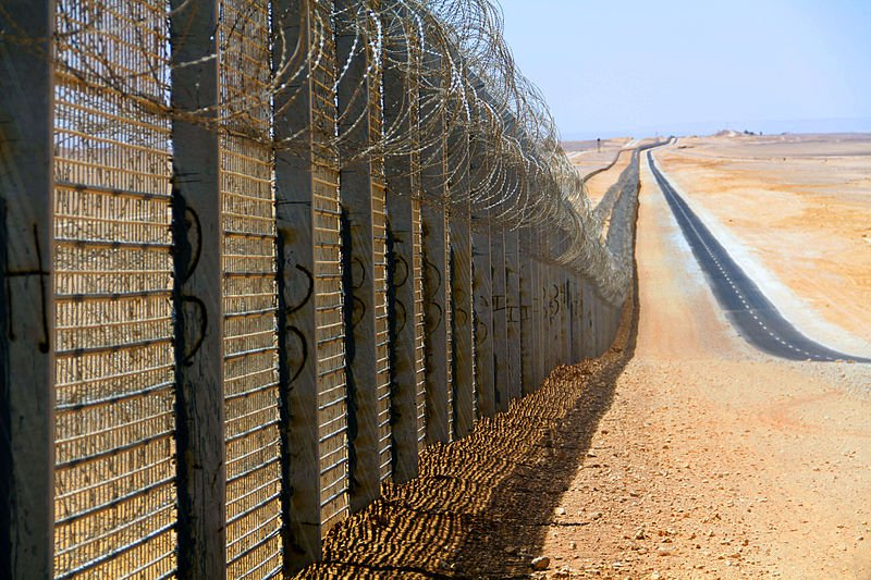 Do not touch the Israeli border fence