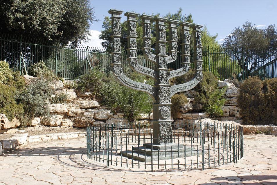 jewish menorah symbol meaning